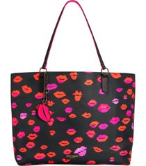 betsey johnson kisses from betsey tote