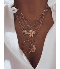 collar multicapa floral geométrico dorado