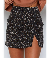 minifalda negra con aberturas en el bajo de calicó de yoins