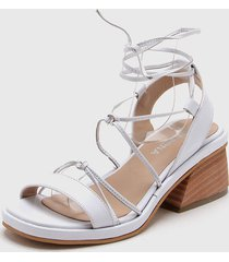 zapato blanco lucerna