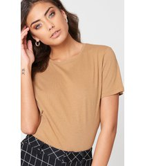 na-kd basic bas-t-shirt - beige