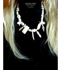 biały naszyjnik super na lato. handmade