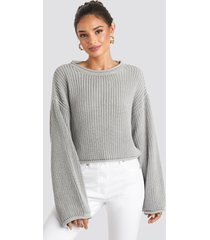 na-kd cropped boat neck knitted sweater - grey