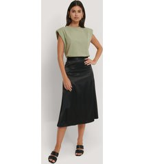 na-kd party bias cut satin midi skirt - black