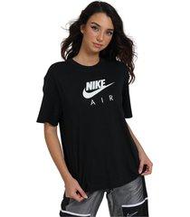 comfortable model logo t-shirt