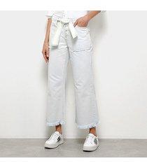 calça jeans pantacourt maria filó delavê barra desfiada cintura média feminina