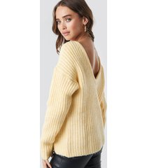 na-kd trend boxy v-back knitted sweater - yellow