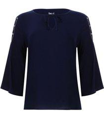 blusa con screen en manga color azul, talla 10