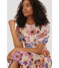 na-kd kortärmad chiffongklänning - white,purple