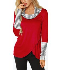 red roll cuello camisetas con superposición de detalles de rayas en la parte delantera