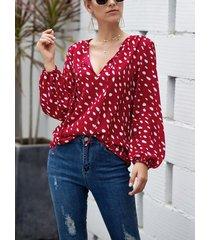 blusa lunares rojos v cuello