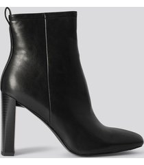 na-kd shoes squared toe slim heel boots - black