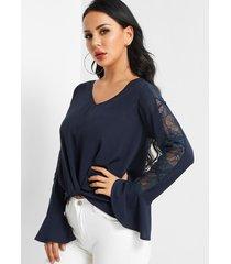 frente cruzado azul oscuro diseño blusa con inserto de encaje con cuello en v