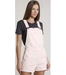jardineira de sarja feminina com bolsos e barra desfiada rosê