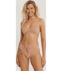 danaë x na-kd bikiniunderdel med knytdetalj - brown