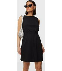 nly trend open back structured dress loose fit dresses