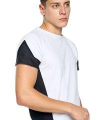 camiseta athleisure blanca con recorte lateral en malla negra