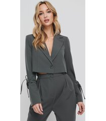 na-kd party cropped blazer - grey