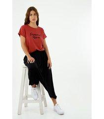 camiseta de mujer, cuello redondo manga corta, estampada con efecto brillante