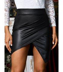 falda de cuero sintético asimétrica cruzada negra