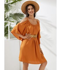 mini vestido holgado con hombros descubiertos plisados y medias mangas naranja