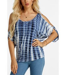 atado con hombros descubiertos con efecto tie dye azul en la parte posterior de la camiseta