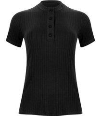 camiseta cuello alto con botones color negro, talla 6
