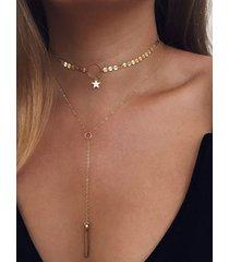 collar de cadena con colgante de estrella con flecos y detalle de lentejuelas