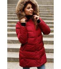 czerwona kurtka z odpinanymi rękawami