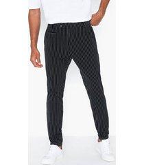 les deux como pinstripe suit pants byxor black/white