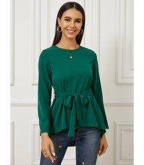 blusa con cuello redondo y dobladillo alto-bajo con diseño de cinturón yoins