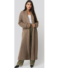 dilara x na-kd tie waist oversized knitted cardigan - brown