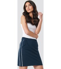 na-kd piping detail mini skirt - blue