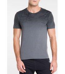 camiseta masculina forest chumbo calvin klein jeans - pp