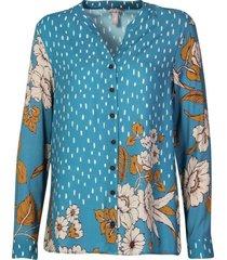camisa con combinación de estampados