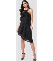 na-kd boho cold shoulder frill lace dress - black