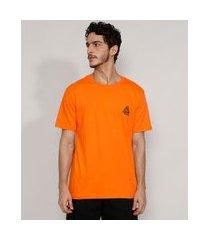 camiseta masculina manga curta triângulos flocada gola careca laranja