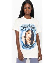 akira aaliyah try again t-shirt
