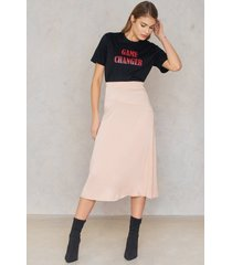 na-kd trend satin midi skirt - pink,nude