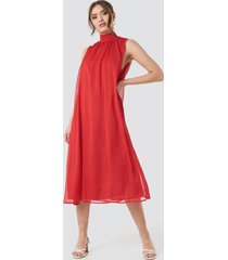 na-kd high neck pleated dress - red