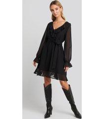 na-kd boho flounce chiffon mini dress - black