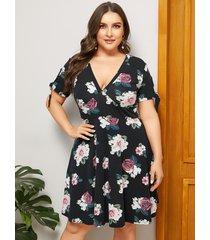 vestido anudado con cuello en v y estampado floral negro talla grande de yoins