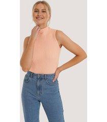 trendyol ribbstickad tröja med hög hals - pink