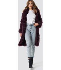 na-kd faux fur long jacket - burgundy