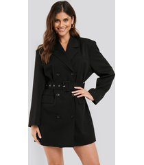 na-kd classic wide shoulder belted blazer dress - black
