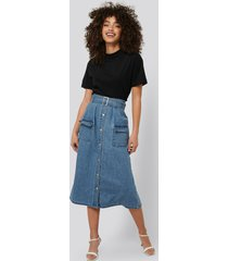 na-kd trend belted a-line denim skirt - blue