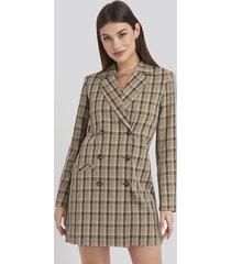 karo kauer x na-kd double breasted blazer dress - brown