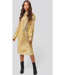 na-kd party high neck straight sequins dress - gold