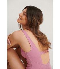 na-kd lingerie formskuren ribbstickad body med lågt skuren rygg - pink