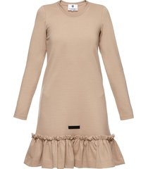 sukienka beżowa falbana